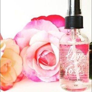 🌹Anthropologie love + roses beauty mist